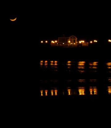 Moon_christmas_eve_ocean_pacific_1